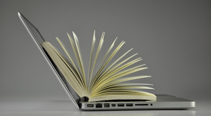 Ce que la littérature numérique fait à la comparée, et réciproquement